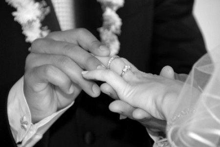 022377ceffce Cómo usar el anillo de compromiso el día de tu boda
