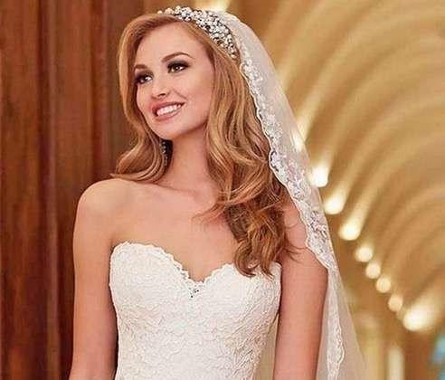 Peinado novia con velo y tiara