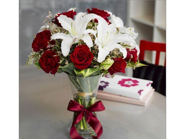 decoracion con flores artificales o naturales cual de los dos sale economico