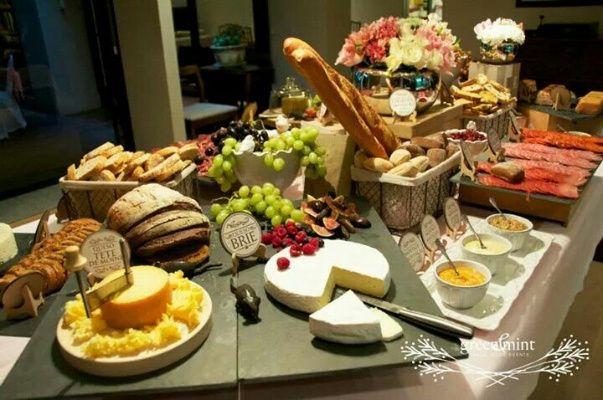 Mesa de quesos y carnes fr as foro banquetes - Mesa de quesos para bodas ...