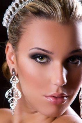 maquillaje y peinados recogidos para novias
