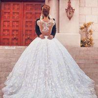 Creo que sería un vestido princesa, con transparencia en la espalda un poco más tapada