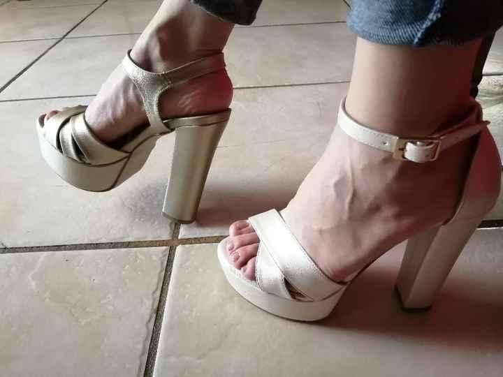 Zapatos blancos y zapatos dorados 😍 - 1