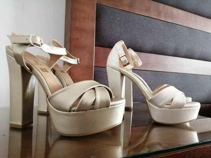 Zapatos blancos y zapatos dorados 😍 - 3