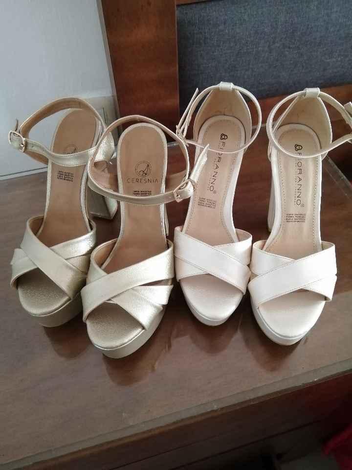 Zapatos blancos y zapatos dorados 😍 - 4