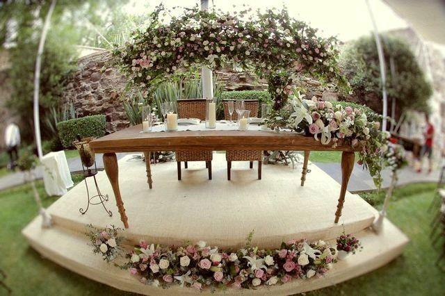 Mesa de novios con arco de flores foro organizar una for Decoracion vintage boda