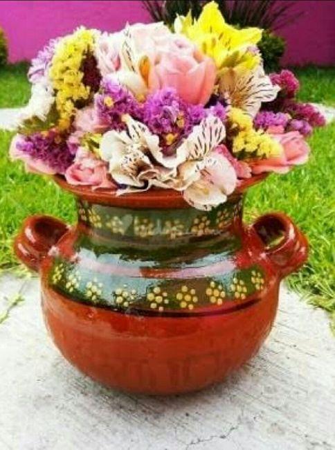 Centros de mesa reusables foro manualidades para bodas for Decoracion de jardin con ollas de barro
