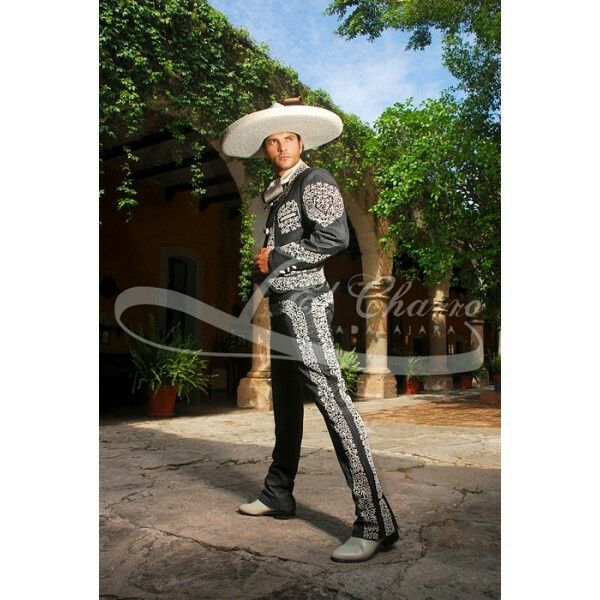 Trajes de novio para boda mexicana