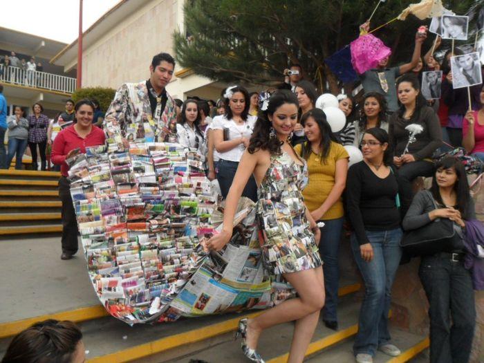 Vestido de reina en material reciclable - Imagui