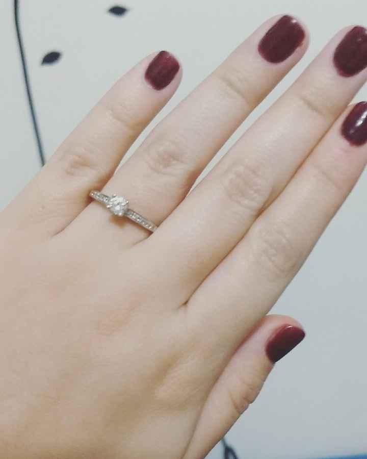 a presumir su anillo 💍 - 1