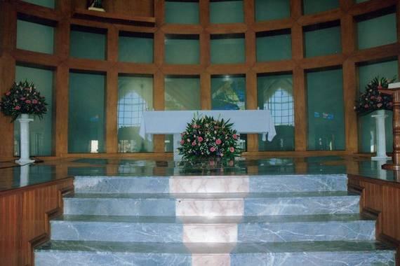 Arreglo floral para el altar