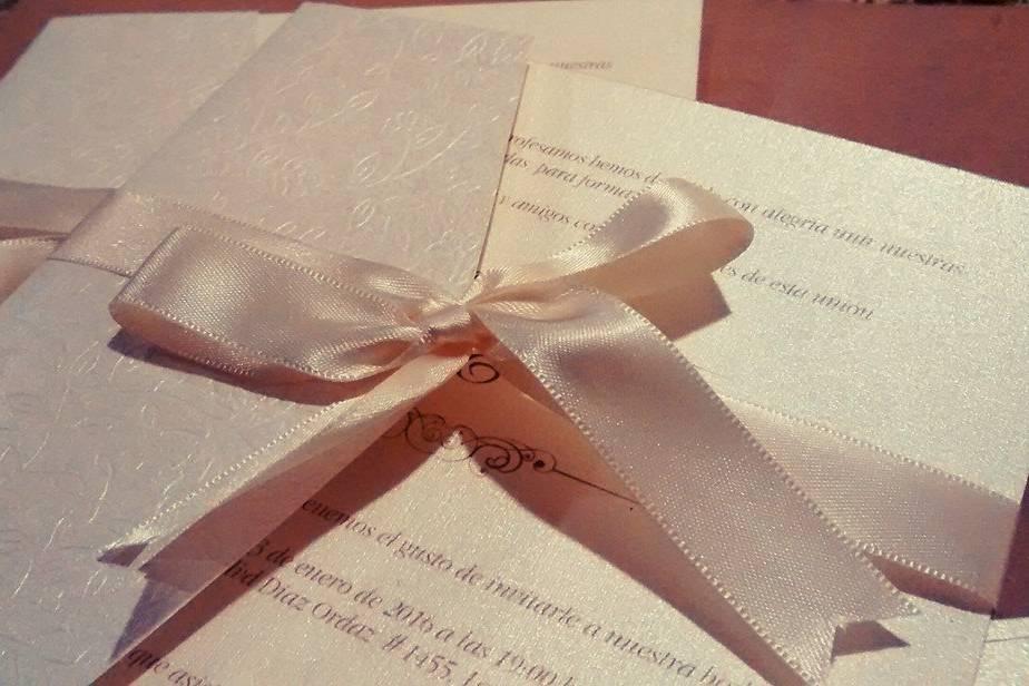 Paper Apple Invitaciones