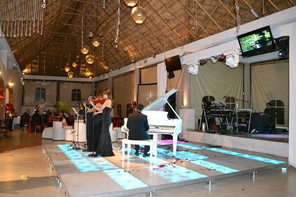 Piano blanco en pista