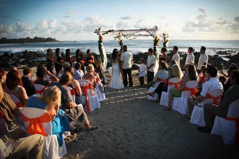 Ceremonia en playa Troncones