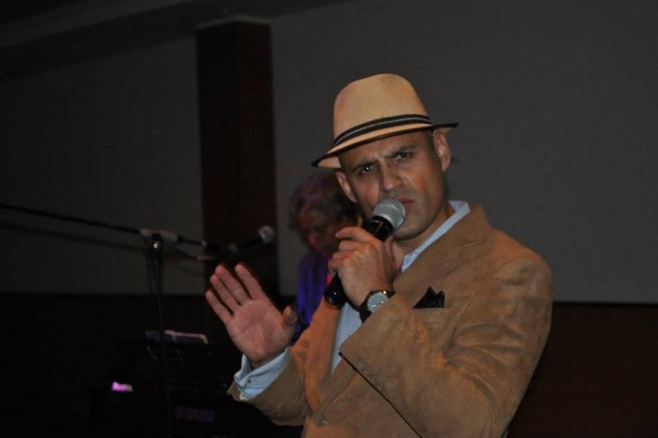 César Legaspi - Cantante