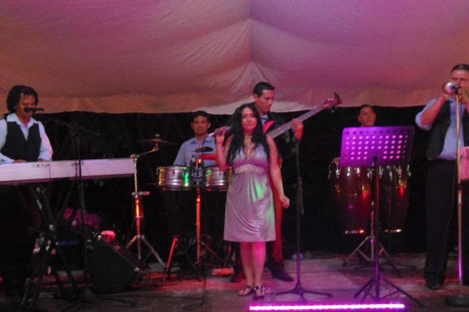 Mary Salinas y su Cubans Show
