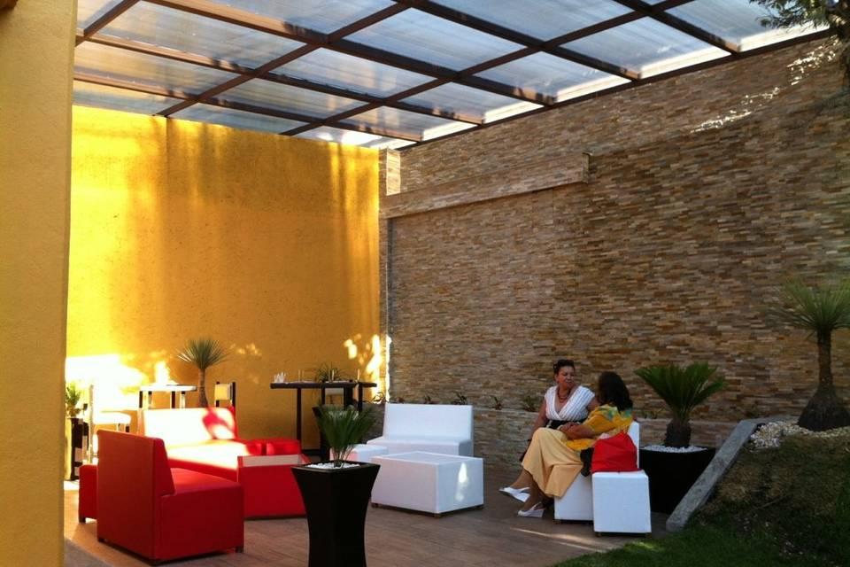 Area lounge, muro llorón