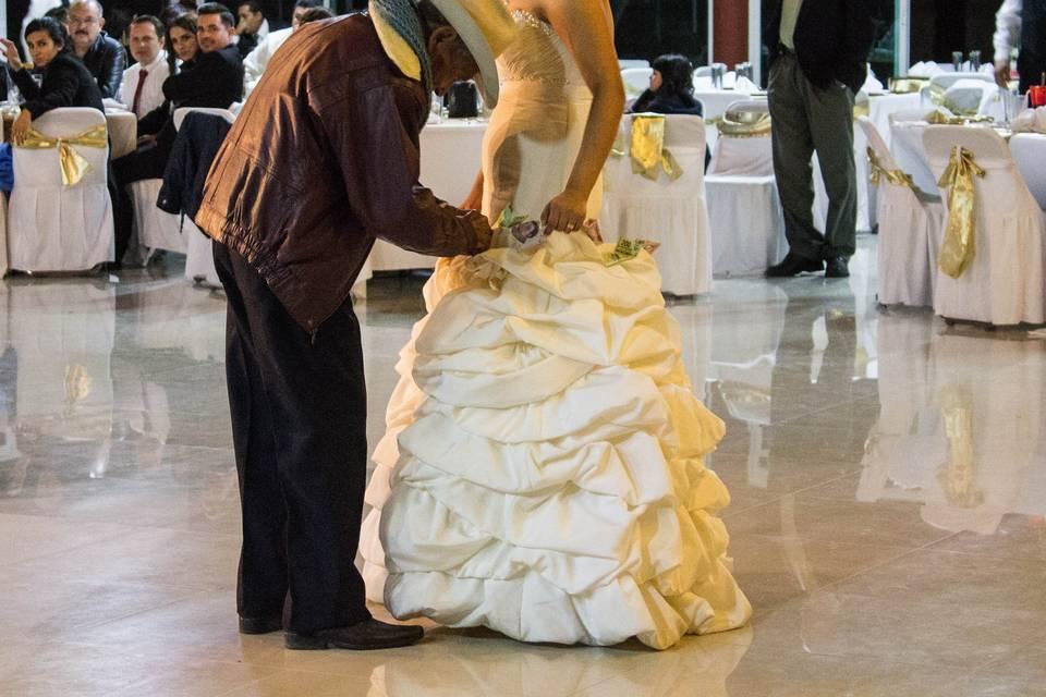 Emotivo padre y novia baile
