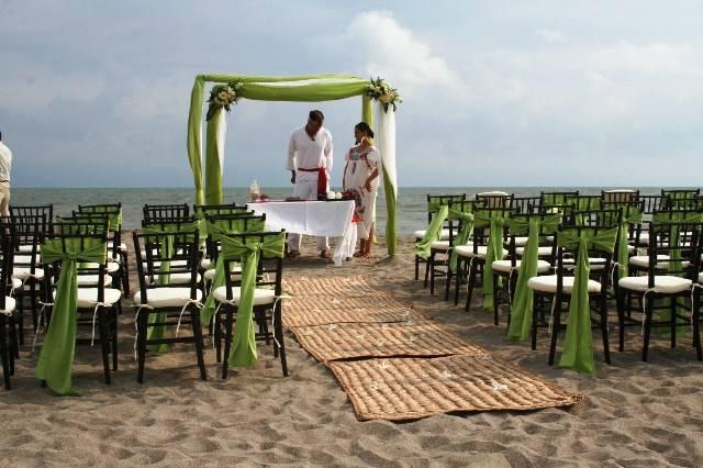 Su boda en la playa