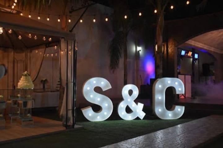 Iniciales y & para boda