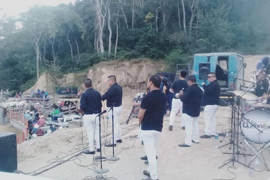 Banda La Perrona