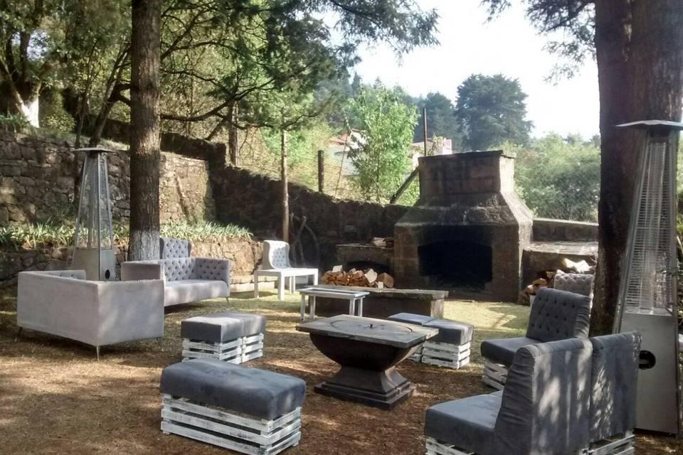 Terraza Cipreses con chimenea