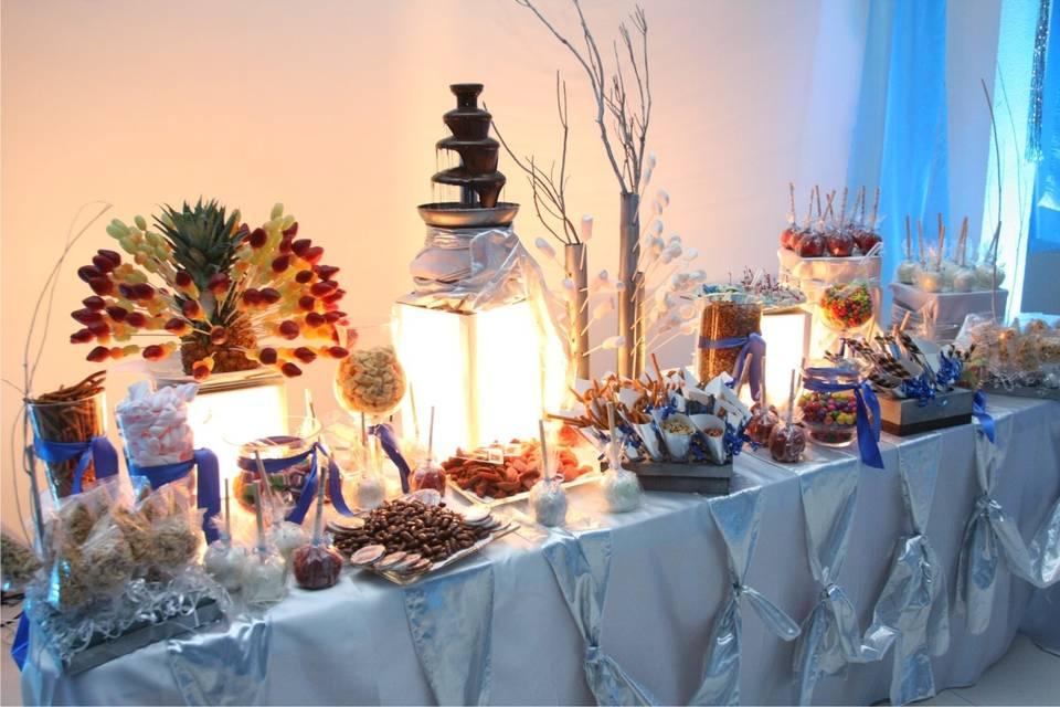 Mesa de dulces y fuente
