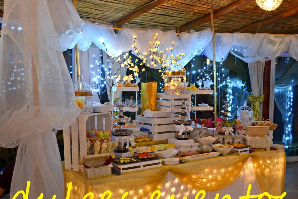Mesa de dulces y salados