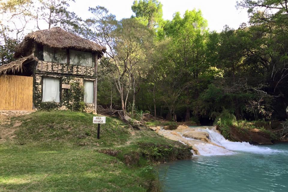 Cabaña al lado del río