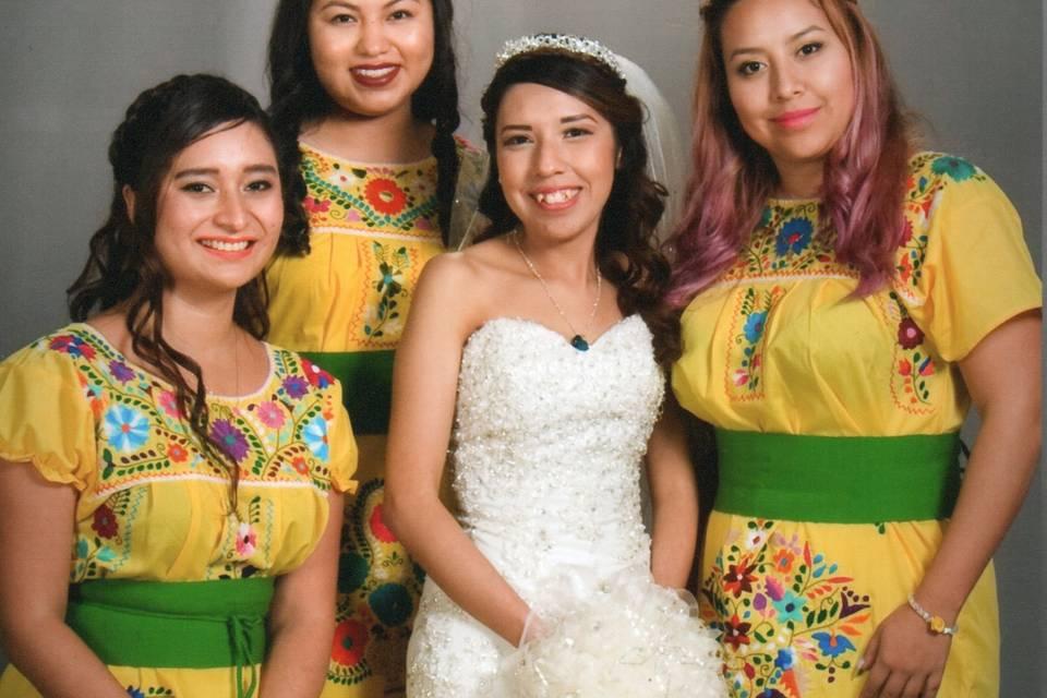 Damas de honor en amarillo