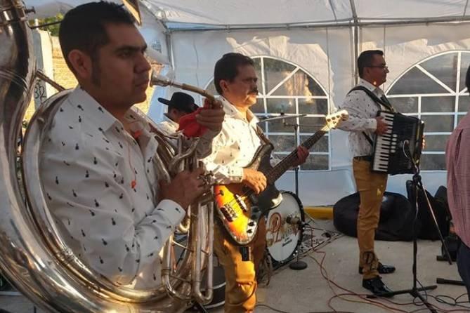 Dany León y su Bandeño