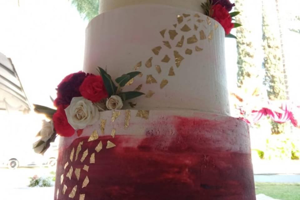 Pastel de boda en tonos rojos