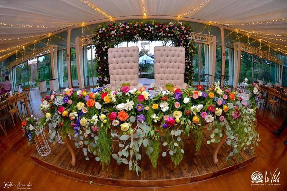 Marco floral centro colorido