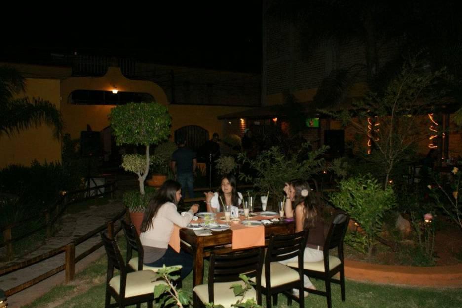 Rana's Banquetes Cafe & Bar